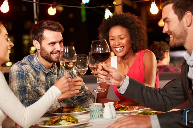 FriendsdiningThinkstockPhotos-478406980.jpg